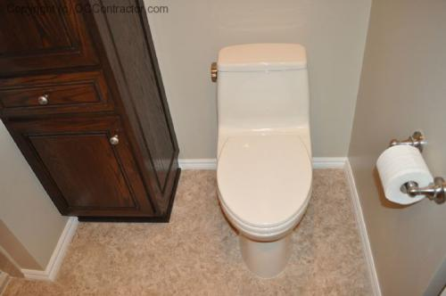 A Bathroom with Staron Countertop Shower with Bench Seat Custom Dark Oak Cabinetry Vinyl Flooring (13) lg